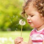 Хорошие условия жизни в детстве повышают плодовитость женщины