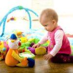 Какие нужны игрушки ребенку до года