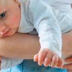 Колики у новорожденного – как помочь ребенку