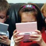 Медики назвали последствия зависимости от смартфонов в детстве